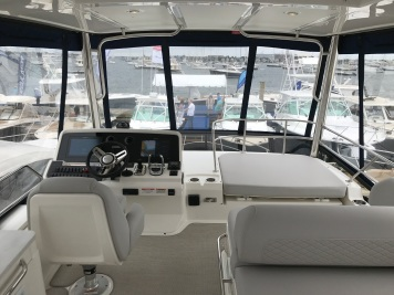 Sea Ray 460 Bridge 2