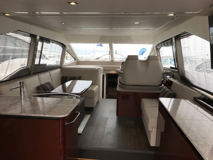 Sea Ray 460 Salon